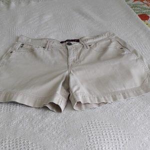 Gloria Vanderbilt high-waisted shorts Size 8
